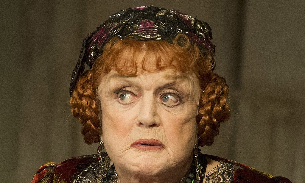 Angela Lansbury in Blithe Spirit at the Gielgud Theatre ©Alastair Muir